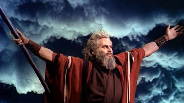 Charlton_Heston_in_The_Ten_Commandments_film_trailer-EDIT-600